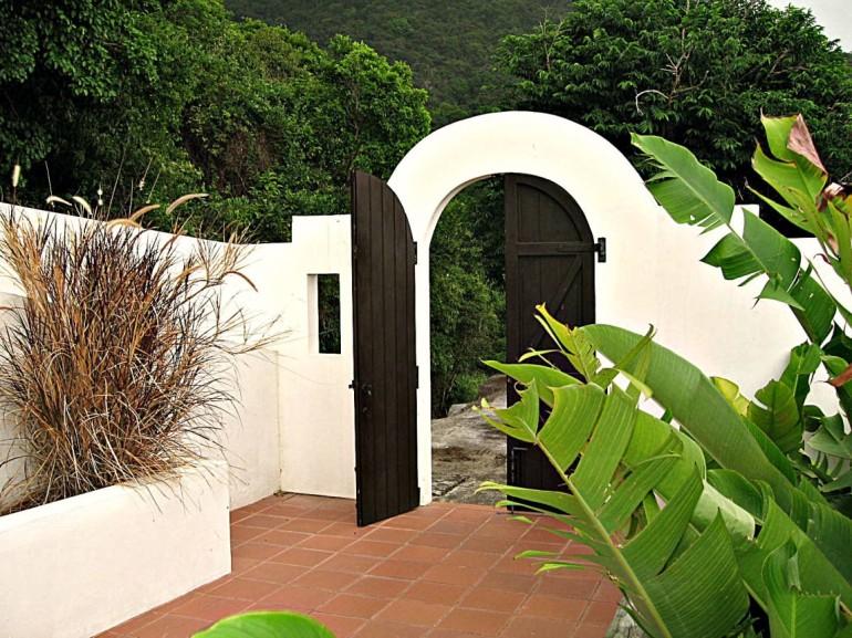 Front Gate Carolina Cottage Saba