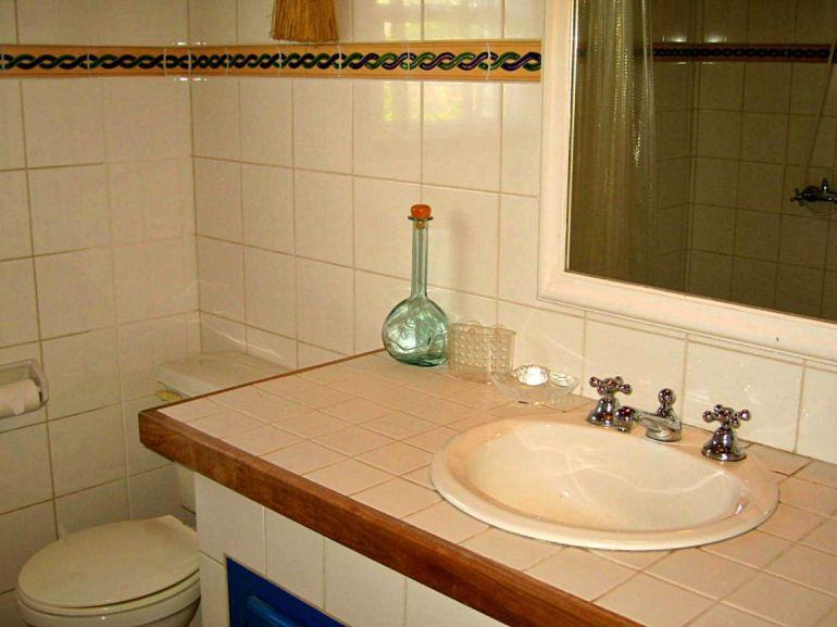 Eve Marie's Cottage Bathroom Saba