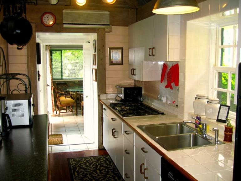 Hummingbird Villa Kitchen Saba