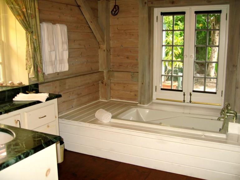 Hummingbird Villa Bathroom Saba