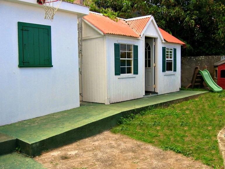 Ocean Breeze Cottage Back Yard Saba
