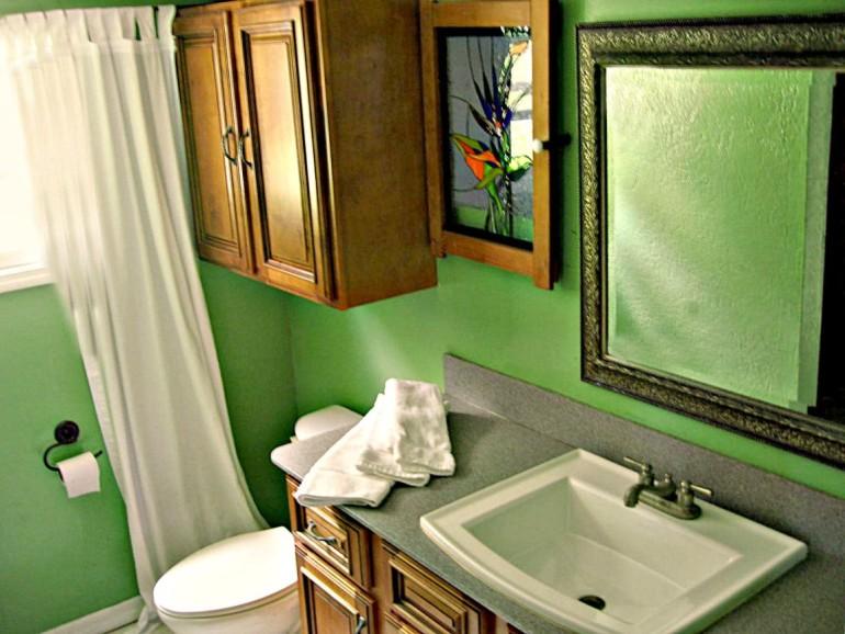 Ocean Breeze Cottage Bathroom Saba