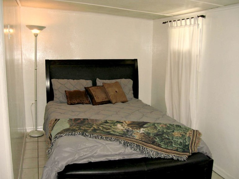 Ocean Breeze Cottage Bedroom Saba