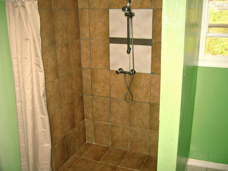 Ocean Breeze Cottage Shower Saba