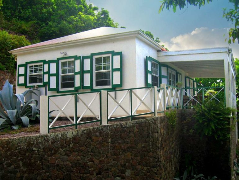 Blue Water Cottage For Rent - Albert & Michael - Saba Island Properties