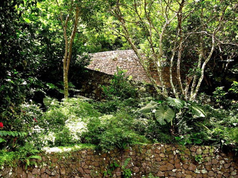 Haiku House Driveway Saba