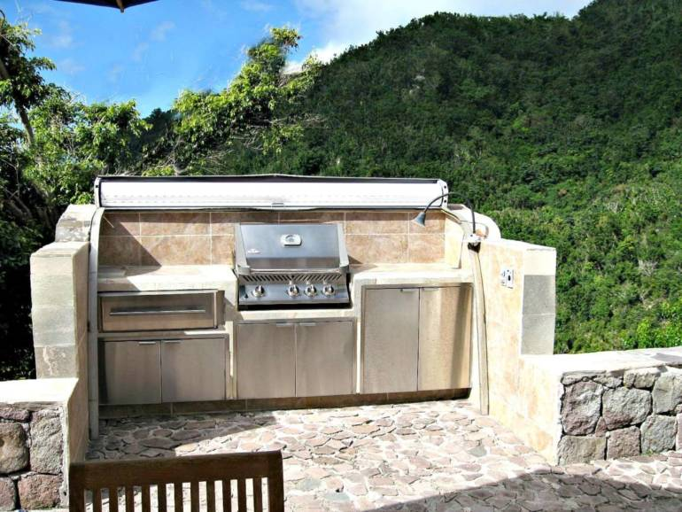 Champagne Cottage Grill - Rental - Albert & Michael - Saba Island Properties